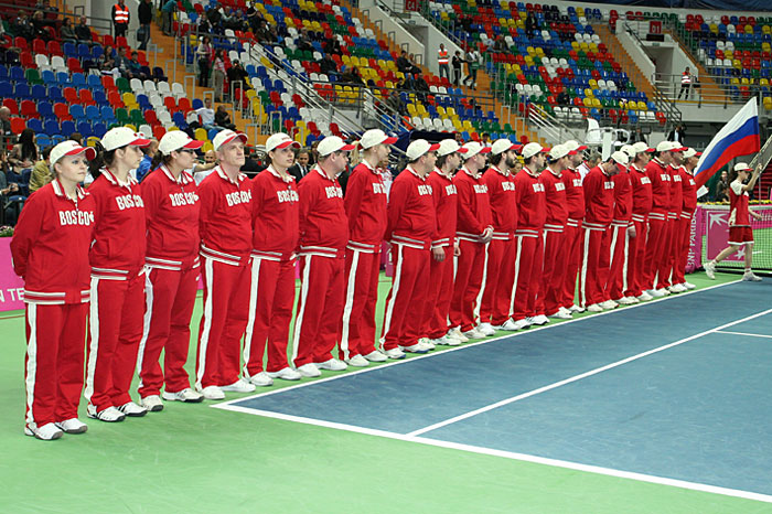 Минкевич Анатолий выводящий линейных судей на церемонии открытия чемпионата мира по теннису среди женских сборных команд матча Кубка Федерации Россия-Италия 2011 г.
