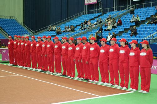 Минкевич Анатолий выводящий линейных судей на церемонии открытия чемпионата мира по теннису среди женских сборных команд матча Кубка Федерации Россия-Китай 2009 г.