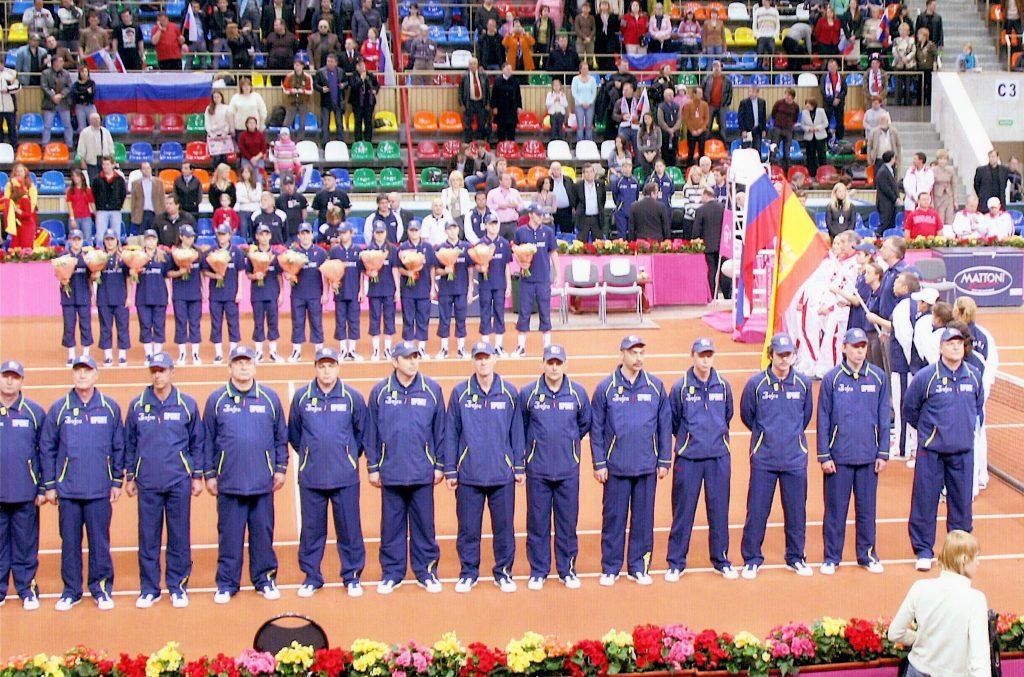 Минкевич Анатолий выводящий линейных судей на церемонии открытия чемпионата мира по теннису среди женских сборных команд матча Кубка Федерации Россия-Испания 2007 г.