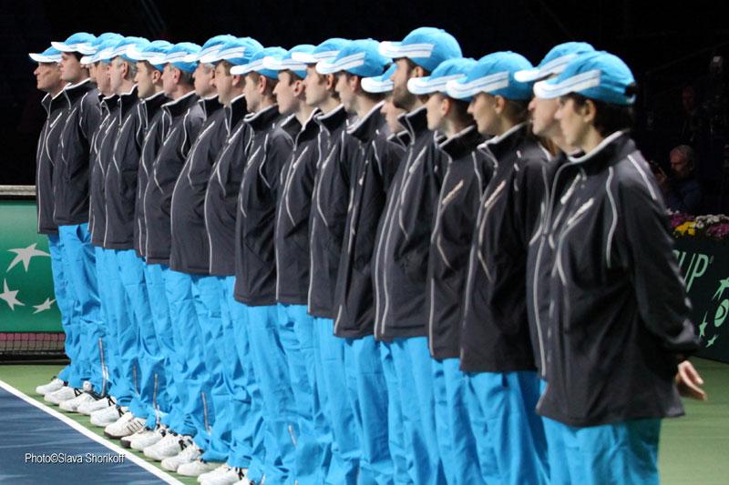 Минкевич Анатолий выводящий линейных судей на церемонии открытия чемпионата мира по теннису среди мужских сборных команд матча Кубка Дэвиса Россия-Польша 2014 г.