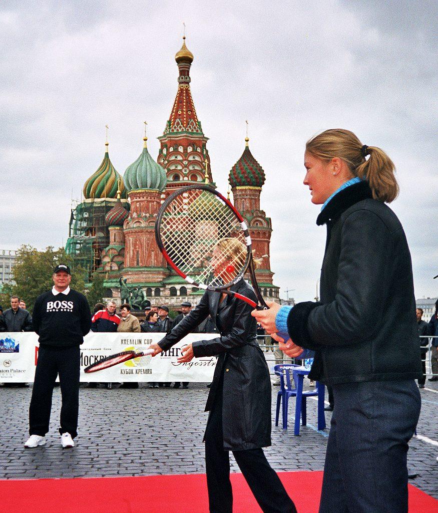 Минкевич Анатолий, Сафина Динара и Курникова Анна. Теннисное шоу на Красной площади Кремля 2002
