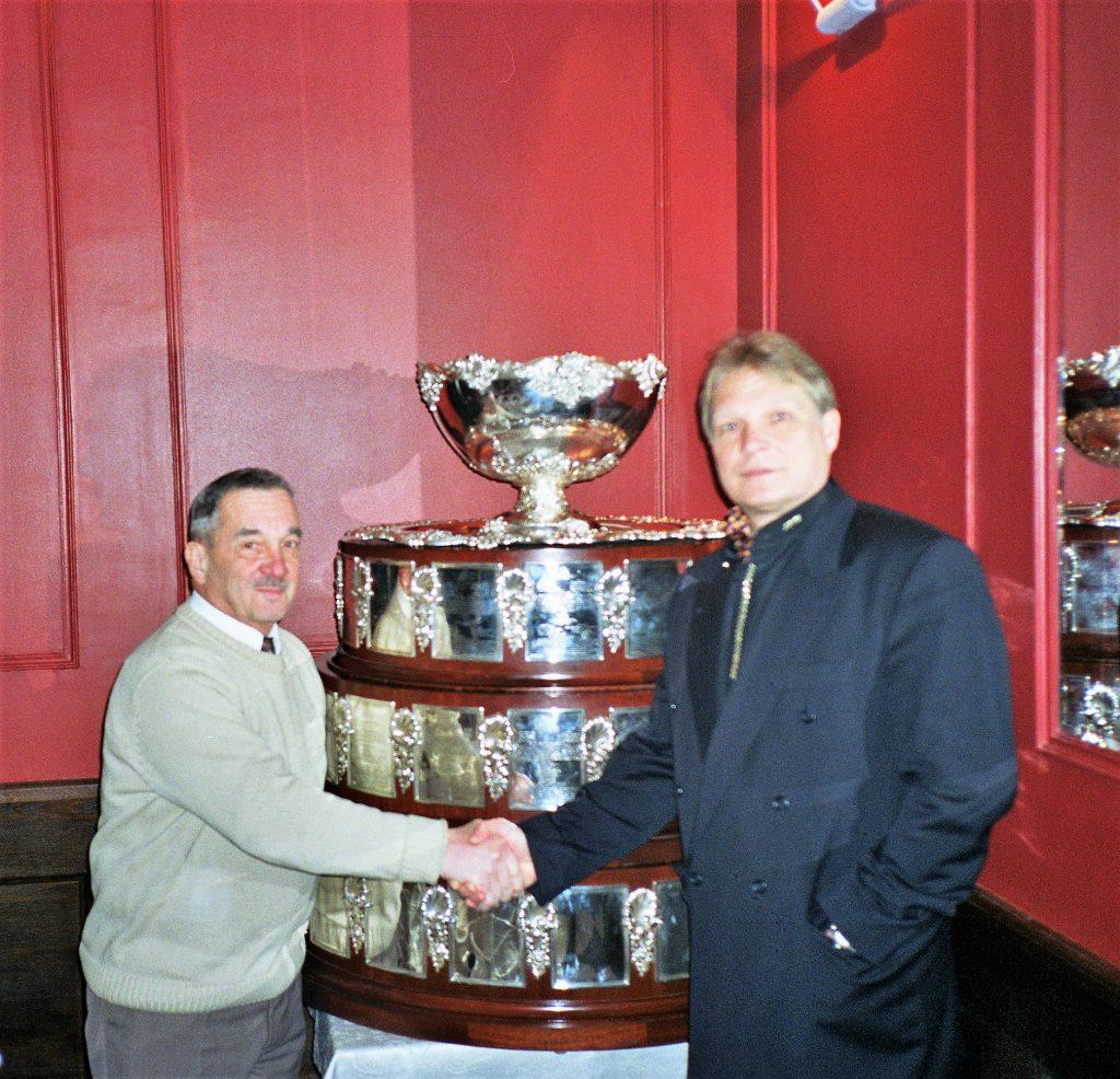 Минкевич Анатолий и Григорий Маркович Липкин г. Москва, Ресторан Сан-Мишель Ноябрь 2002 год