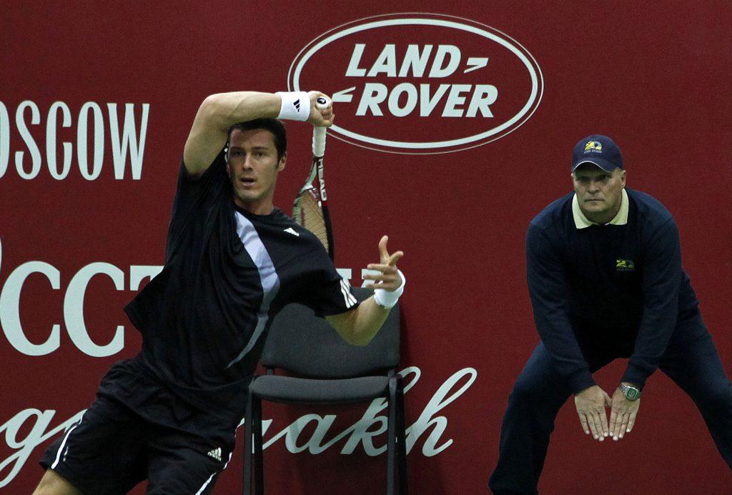 Минкевич Анатолий судья на линии матча с участием Марата Сафина знаменитого российского теннисиста, звезды мирового тенниса
