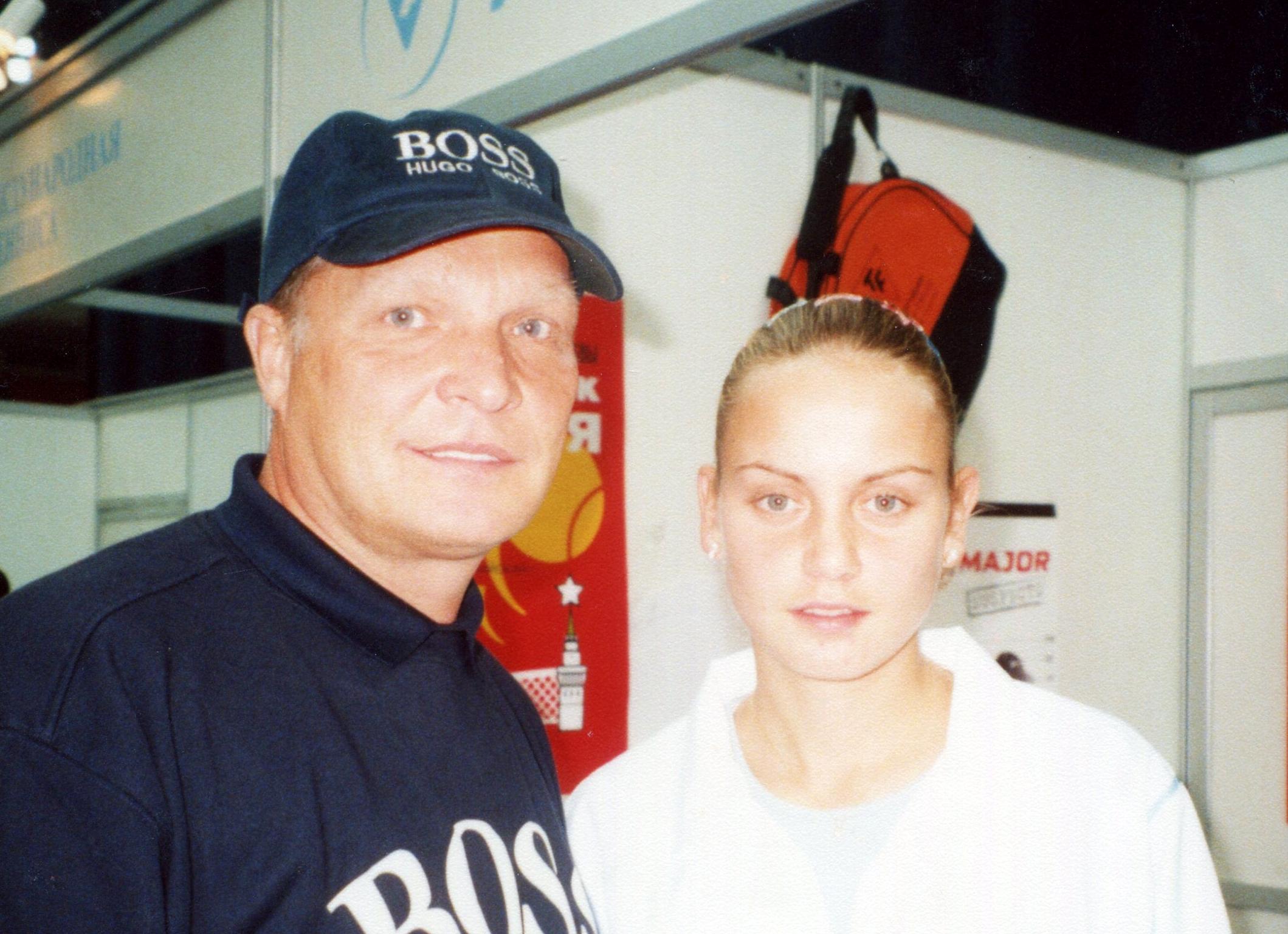 Докич Елена (Австралия) Победительница международного теннисного турнира WTA-Tour Кубок Кремля и Минкевич Анатолий (Россия) 2001