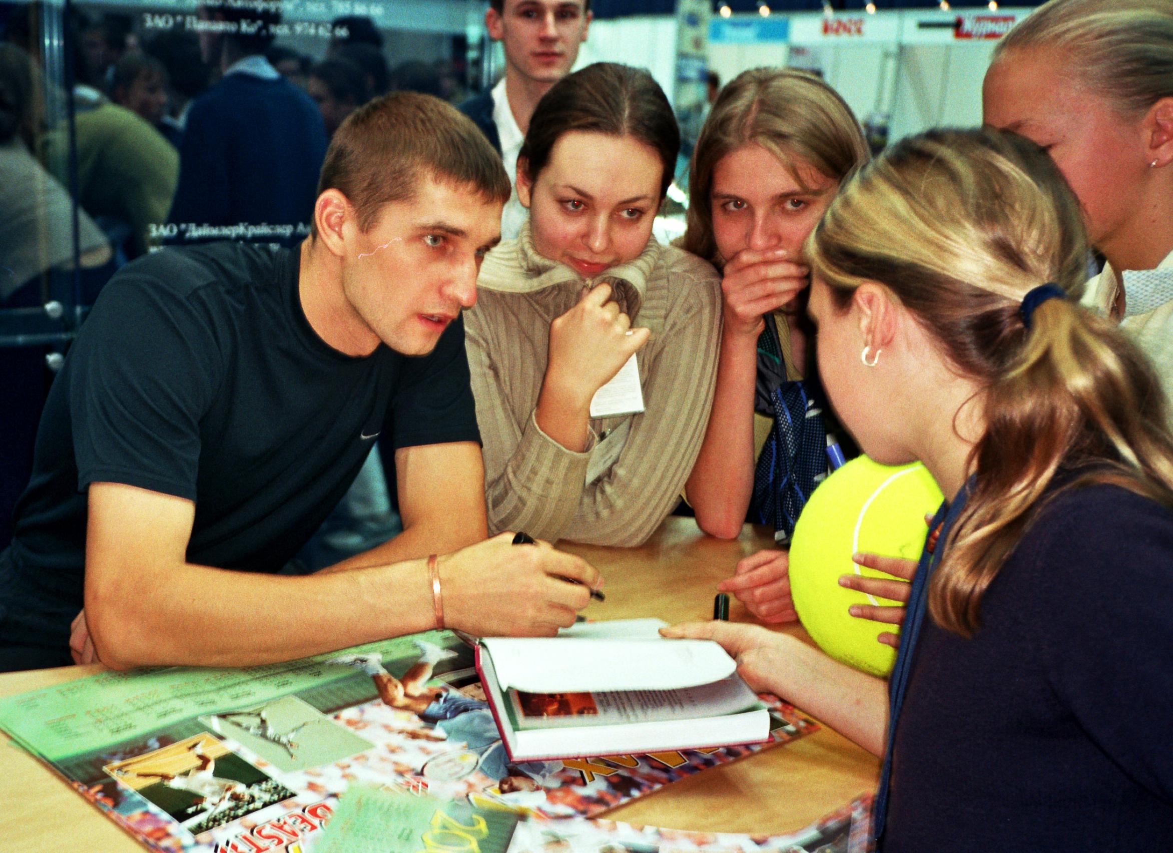 Мирный Максим (Белоруссия) Победитель Кубка Кремля в парном разряде в месте с Федерером Роджером (Швейцария) 2002