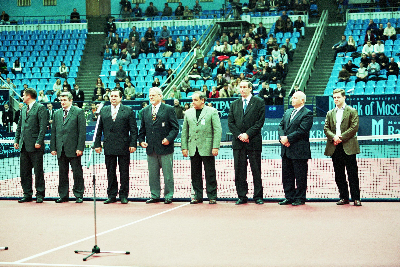 Церемония награждения победителей международного теннисного турнира ATP WTA Tour Кубок Кремля 2002