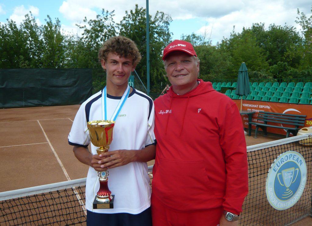 Минкевич Анатолий судья на вышке и Хенри Лааксонен (Финляндия) - победитель Чемпионата Европы по теннису среди юниоров 2008 г.