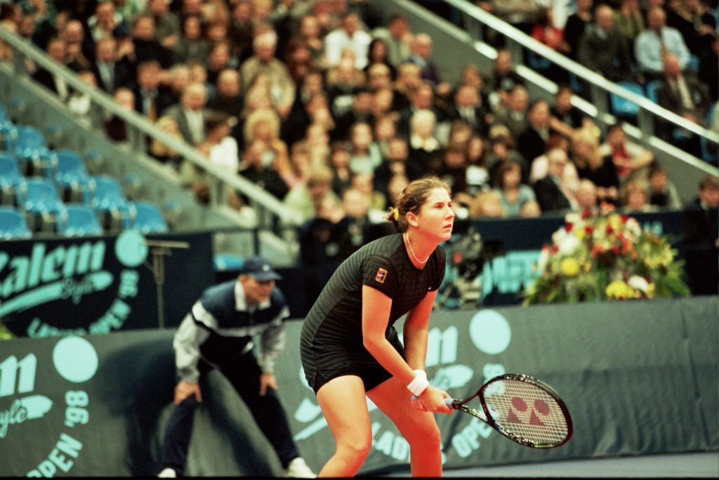 Селеш Моника (США)-звезда мирового тенниса и Минкевич Анатолий (Россия)-судья турниров WTA-Tour (1998)