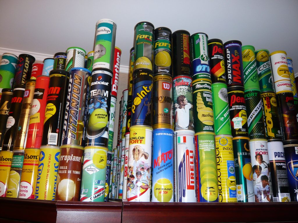 Коллекция банок для теннисных мячей
