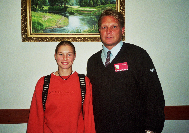Звонарева Вера (Москва)-победительница Чемпионата России по теннису и Минкевич Анатолий (Москва)-судья на вышке в Сургуте (2000)
