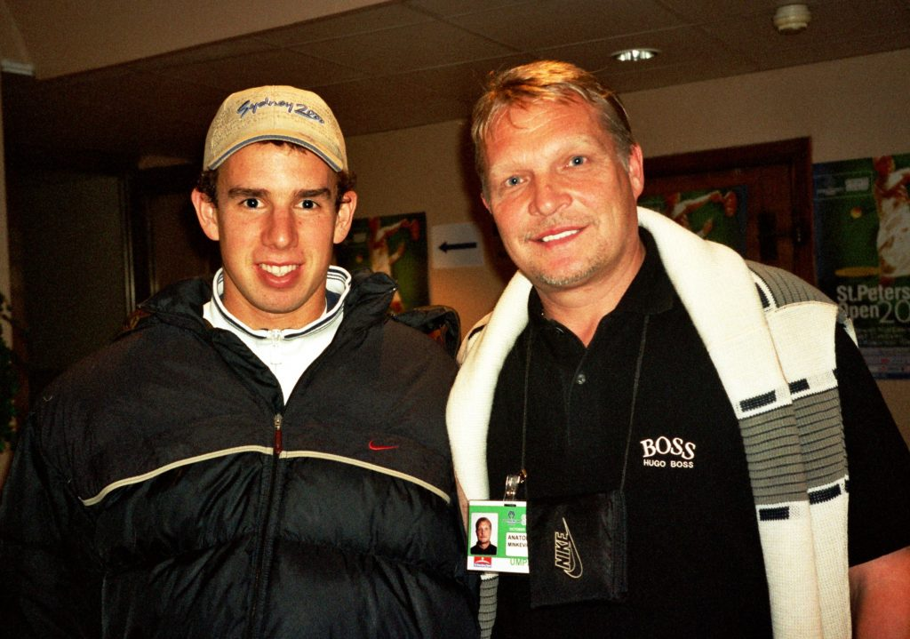 Хрбаты Доминик (Словакия)-знаменитый теннисист и Минкевич Анатолий (Россия)-судья на линии турнира ATP-Tour Санкт-Петербург Опен (2001)