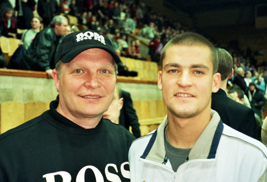 Минкевич Анатолий и Михаил Южный российский теннисист на Кубке Дэвиса Россия-Швеция 2002 год