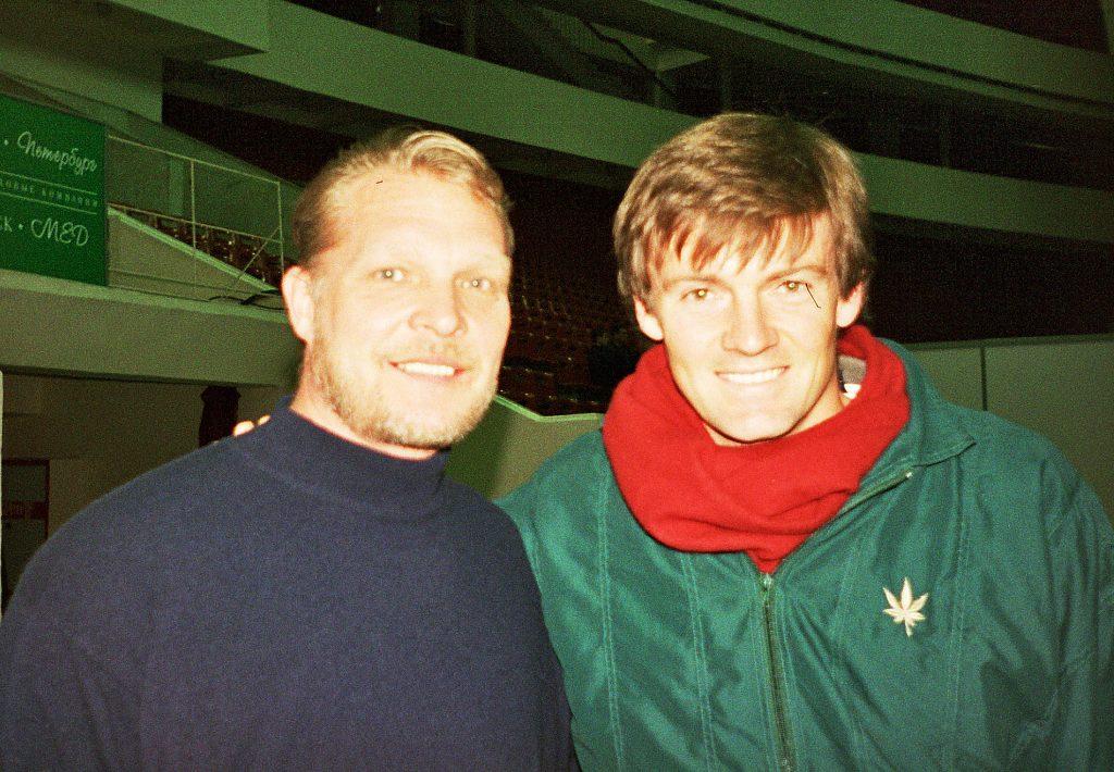 Адамс Давид (ЮАР)-звезда мирового тенниса и Минкевич Анатолий (Россия)-судья на линии турнира ATP-Tour Санкт-Петербург Опен (1999)