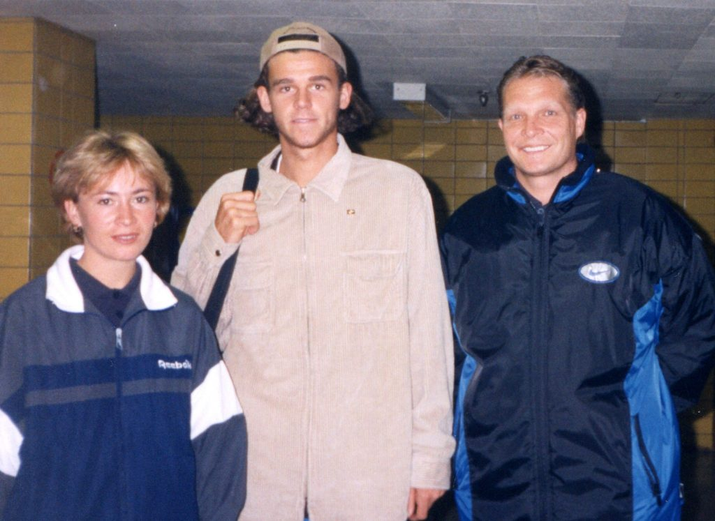 Минкевич Анатолий и Елена Комендова с Густаво Куэртэном знаменитым бразильским теннисистом, бывшей первой ракеткой мира 4 ноября 1997 г.