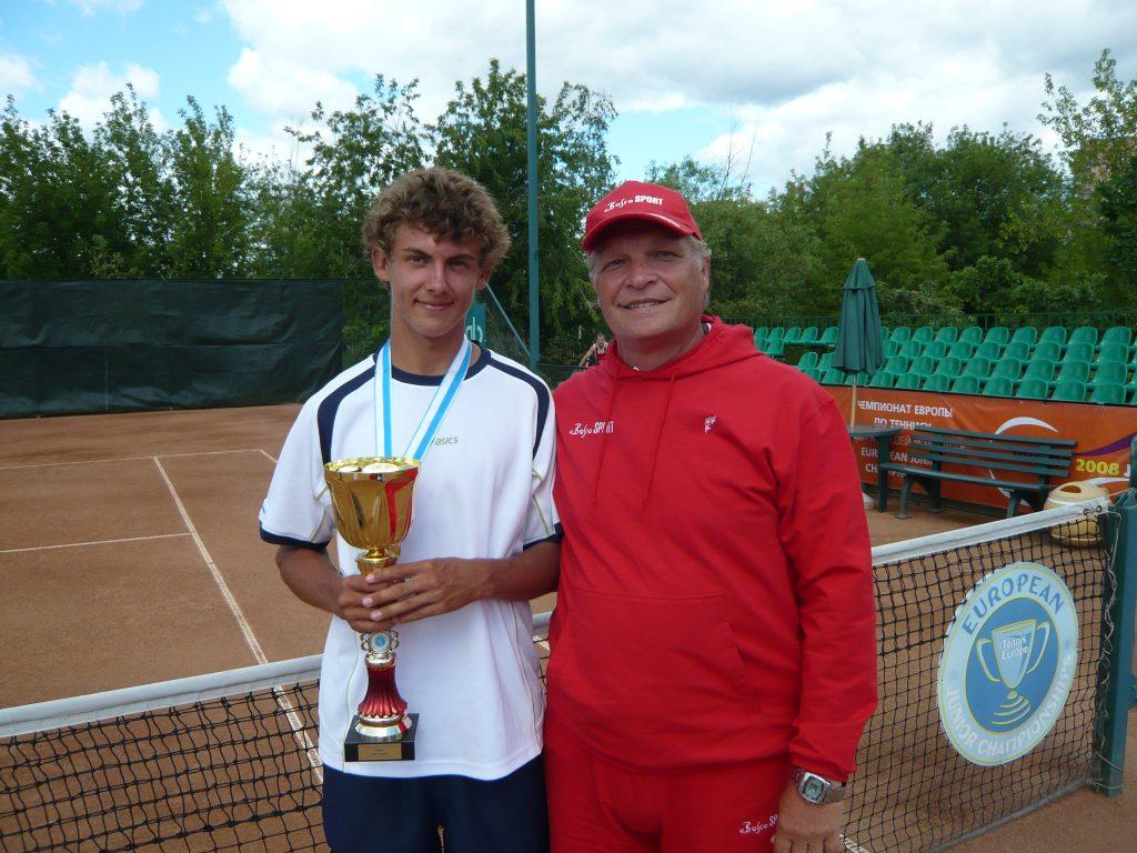 Лааксонен (Финляндия)-победитель Чемпионата Европы по теннису среди юниоров и Минкевич Анатолий (Россия)-судья на вышке (2008)