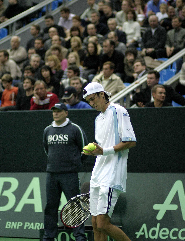Чела Хуан-Игнасио (Аргентина) и Минкевич Анатолий (Россия) на финале Кубка Дэвиса Россия-Аргентина (2006)