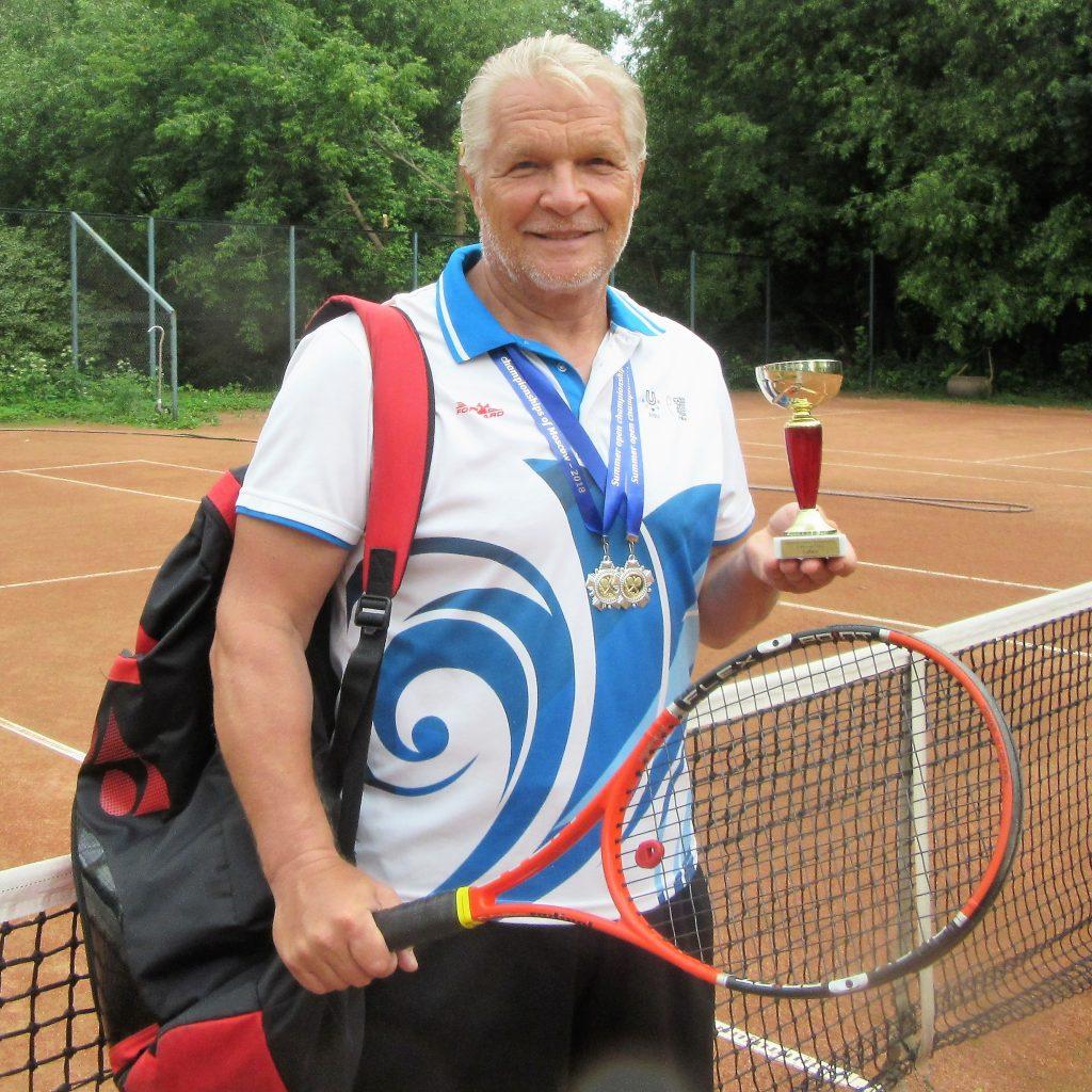 Минкевич Анатолий серебряный призёр международного летнего Чемпионата Москвы по теннису в одиночном и парном разрядах 2018