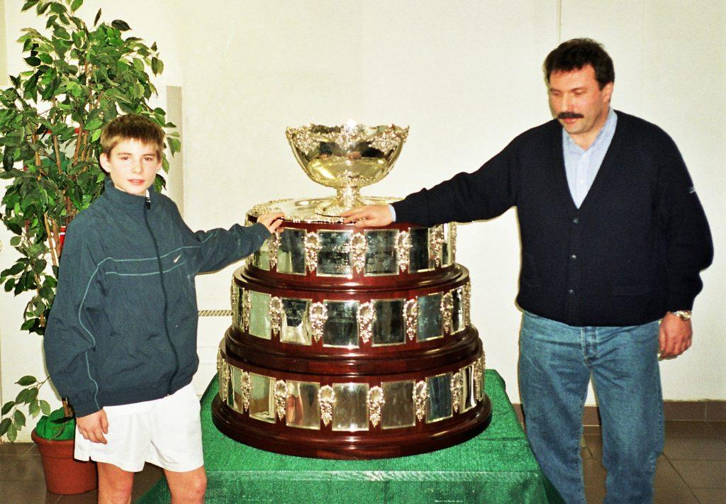 Минкевич Анатолий: Александр Беккер с сыном Михаилом в Новой Олимпийской деревне 2002 год