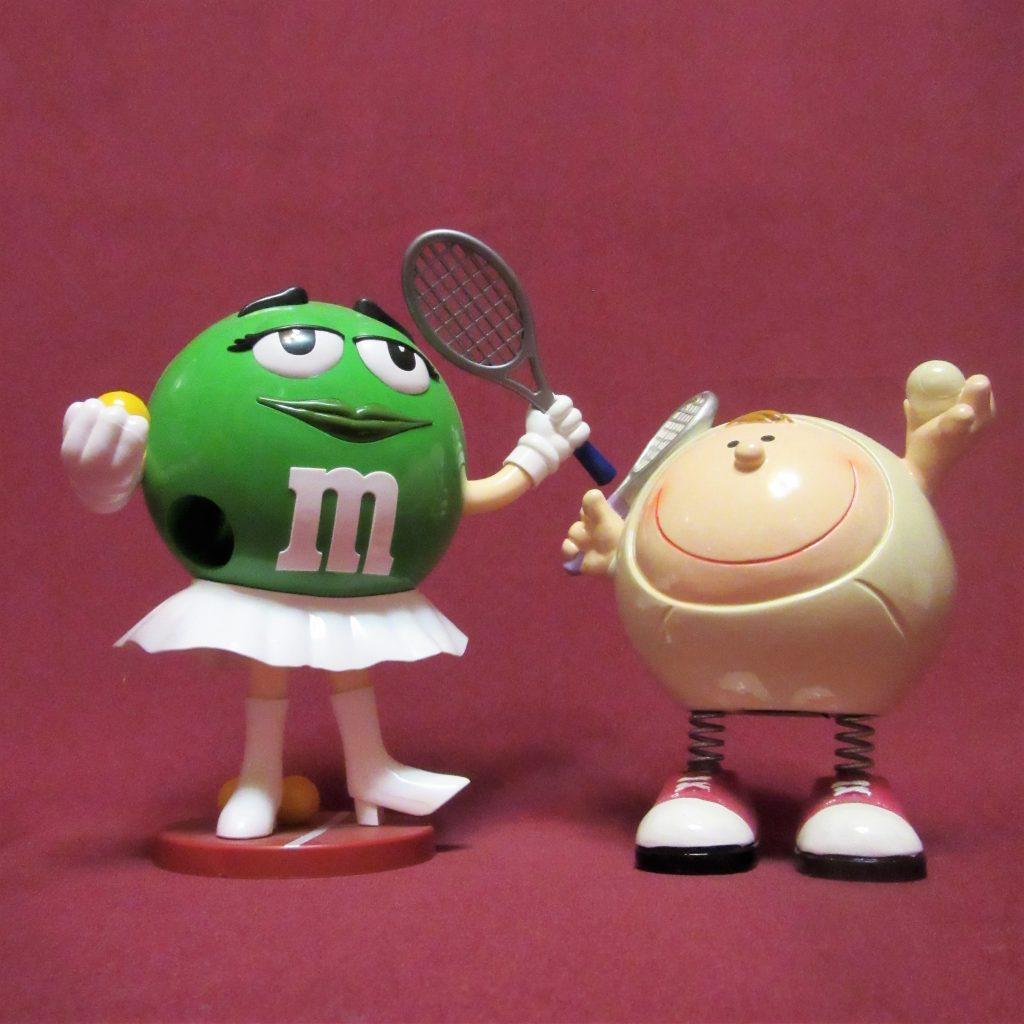 ММдемс и колобок на теннисном корте