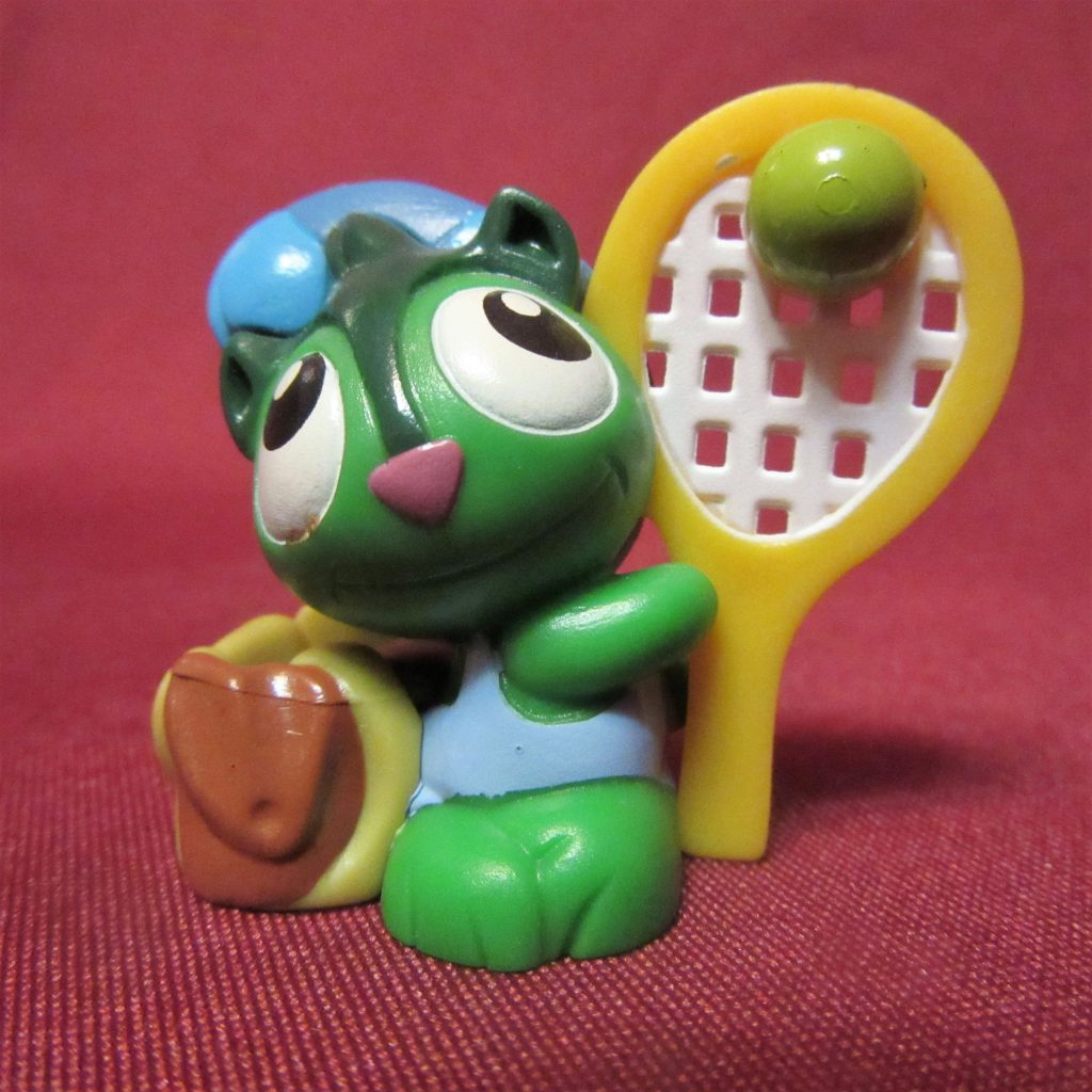 Зверушка играет в теннис