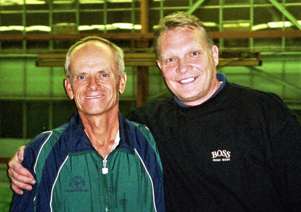 Минкевич Анатолий и Луи Кэп (США) тренер высшей категории, руководитель международного семинара тренеров по теннису USPTR 2001 г.