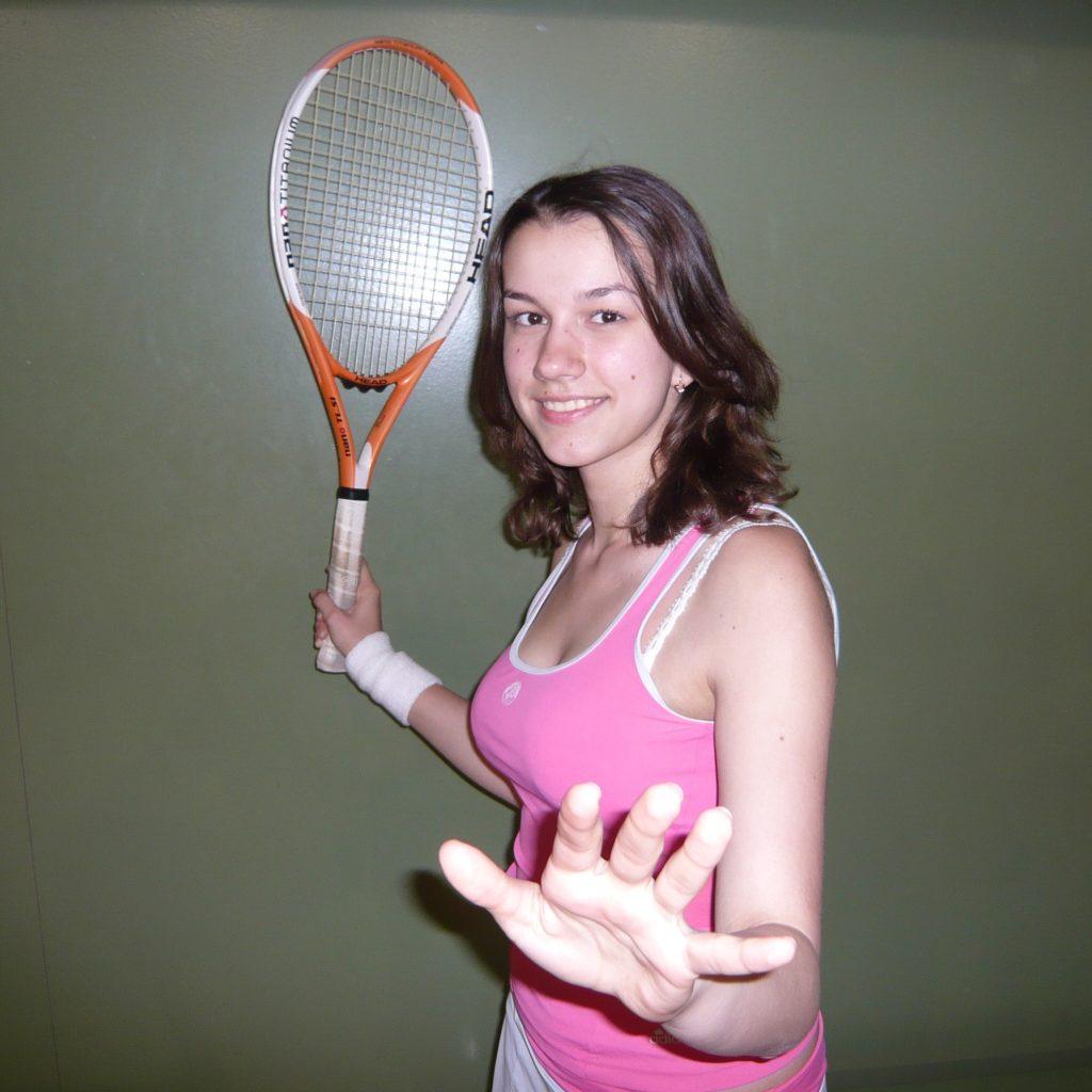 Антиох Елена студентка РЭУ им. Г.В. Плеханова, факультет IBS, группа 5104 на учебно-тренировочных занятиях по теннису 2009 год