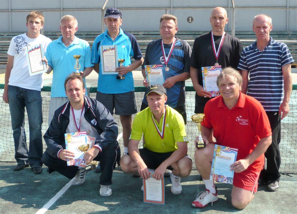 1 Минкевич Анатолий с победителями и призерами всероссийского теннисного турнира Кашира 2008 г (6)