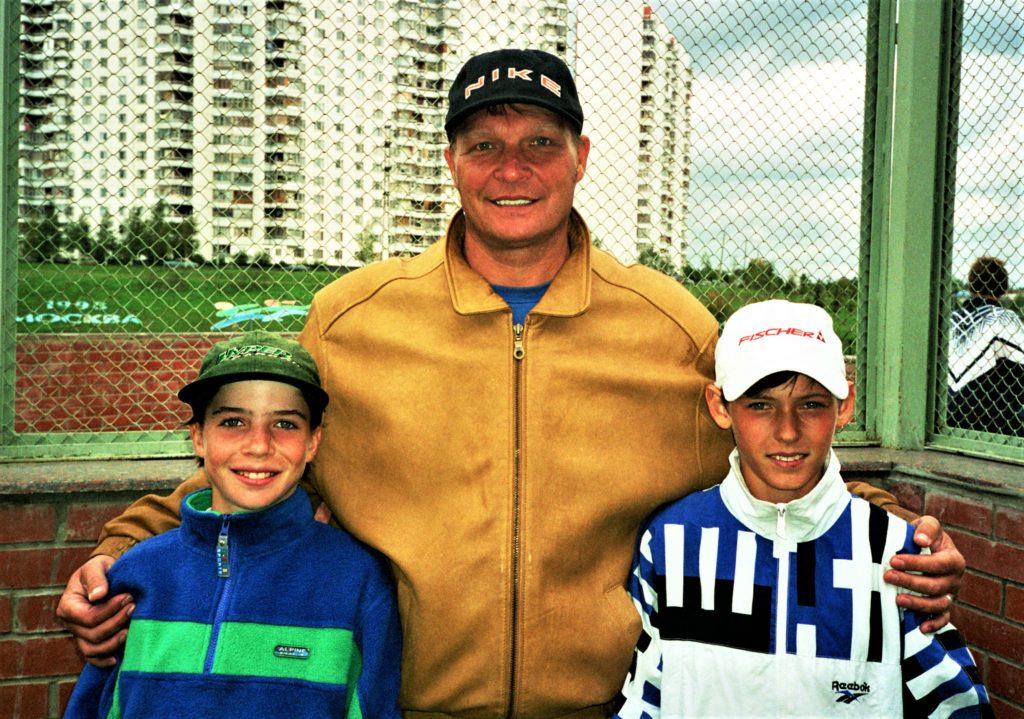 Минкевич Анатолий с Алисой Клейбановой (Москва) и Игорем Шкрылем (Калининград) юными теннисистами победителями турнира